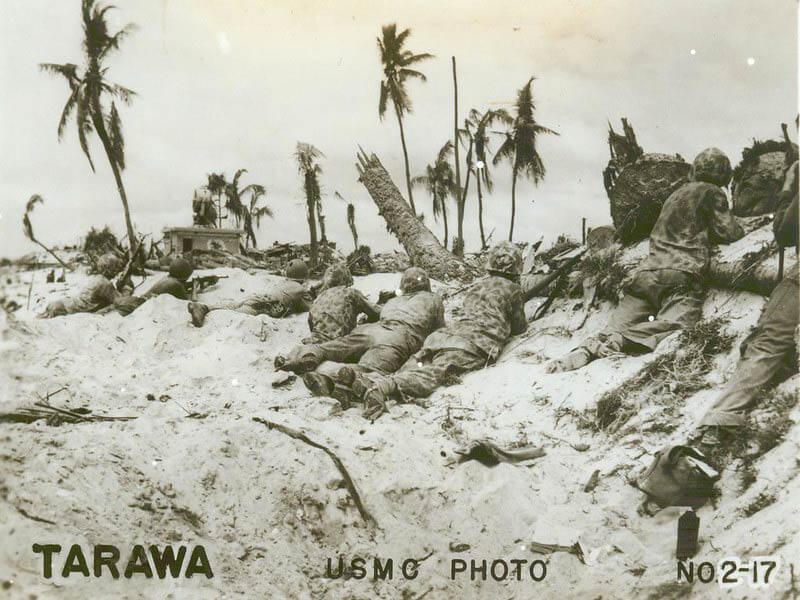 tarawa 1943 soldiers cover on beach